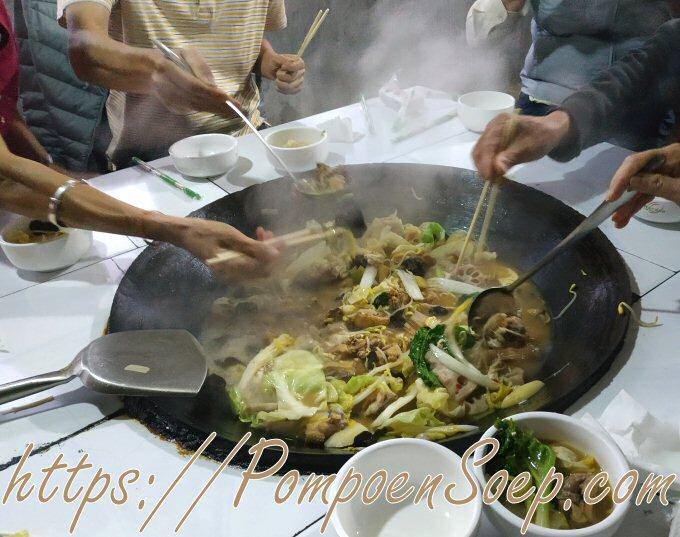 Chinese bouillon soep serveren