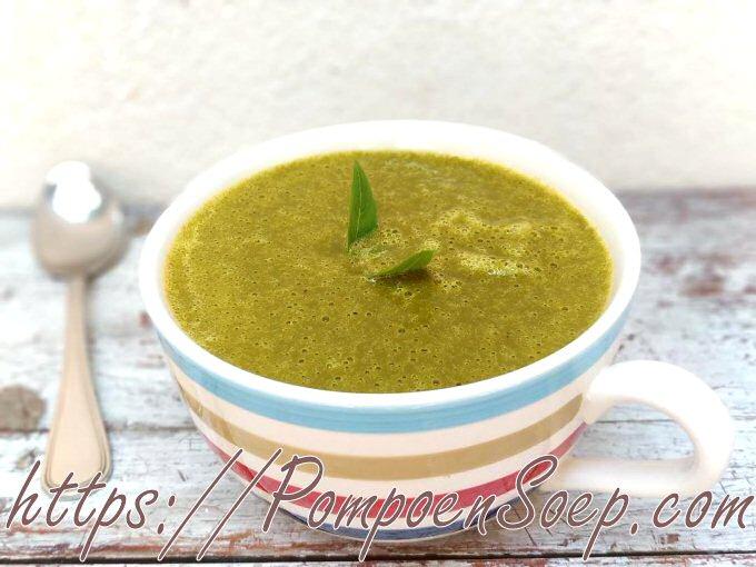 Groene kabocha soep