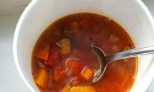 25' Lekkere tomaten groentesoep maak je zo: snel op grootmoeders wijze!